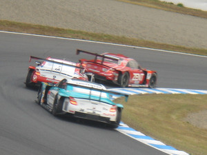SUPER GT もてぎ ヘアピンにて